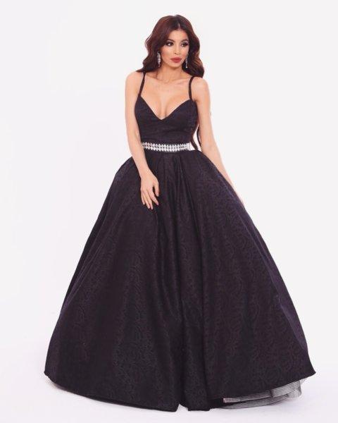 Мегз черна рокля с гравирани цветя